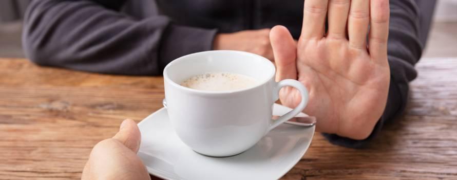 per addormentarsi velocemente evitare la caffeina