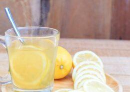 bere acqua e limone alla sera porta numerosi benefici